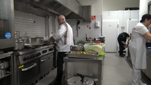Observation of the activity of a master chef : different roles at the same time