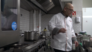 Observation of the activity of a master chef : checking the sauce