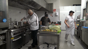 Observation of the activity of a master chef : helping for the good dosing