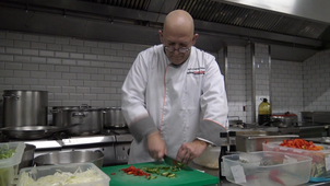 Observation of the activity of a master chef : chopping the vegetables